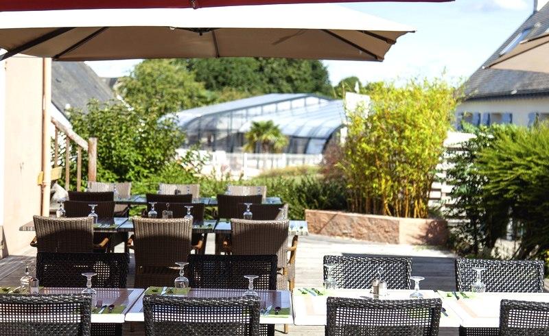 terrasse restaurant vue piscine